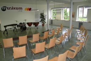 Der Kunst- und Konzertsaal in dem bis zu 100 interessierte Zuhörer einen Sitzplatz finden